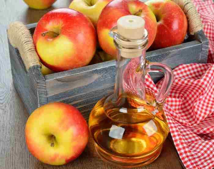 Яблочный уксус в графине
