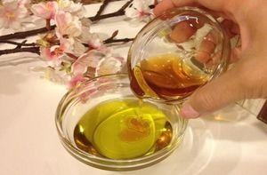 Льняное масло и мед как эффективное народное средство против приподнятых родинок